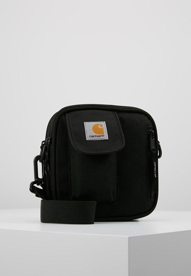ESSENTIALS BAG SMALL UNISEX - Sac bandoulière - black