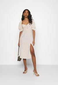 Glamorous - CARE MIDI DRESSES WITH PUFF - Korte jurk - stone ditsy - 1