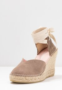 Copenhagen Shoes - KEILA - Sandały na obcasie - beige - 4