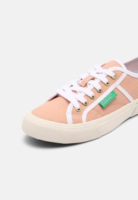 Benetton - TYKE PLUS - Sneakers basse - coquille/white - 7
