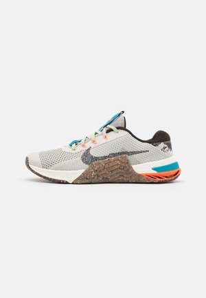 METCON 7 MFS - Sports shoes - light bone/multi-color/medium brown/sail/velvet brown/total orange