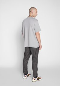 New Look - TRENDY TONAL CHECK PULL ON - Trousers - brown - 2