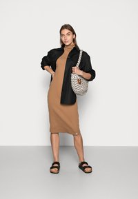 Lounge Nine - NASH  ROLLLNECK DRESS - Jerseyklänning - toasted coconut - 1