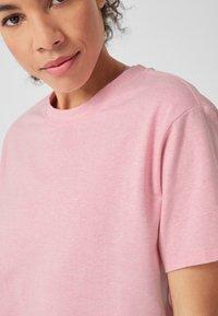 s.Oliver active - LOCKERES  - Print T-shirt - pink - 3
