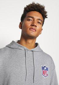 New Era - NFL DETAIL LOGO HOODY - Hoodie - grey - 4