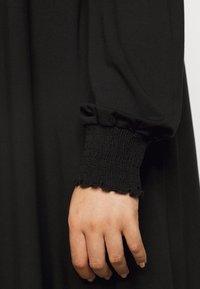 Dorothy Perkins Curve - SHIRRED YOKE DRESS - Robe en jersey - black - 6