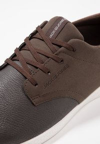 Jack & Jones - JFWJAMIE COMBO - Trainers - dark brown - 5