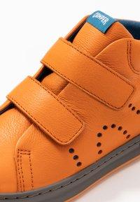 Camper - RUNNER FOUR KIDS - Zapatillas altas - medium orange - 2