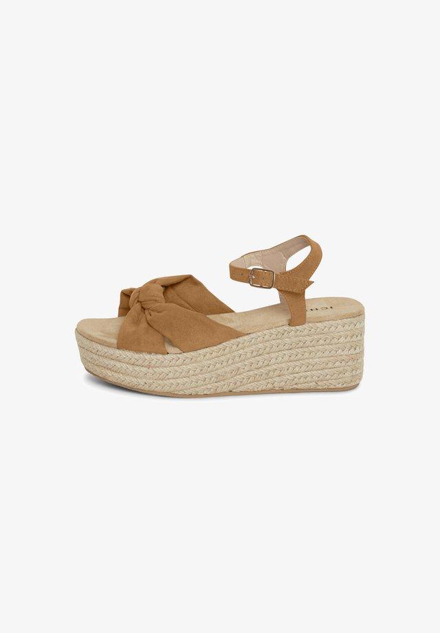 Sandalen met plateauzool - caramel