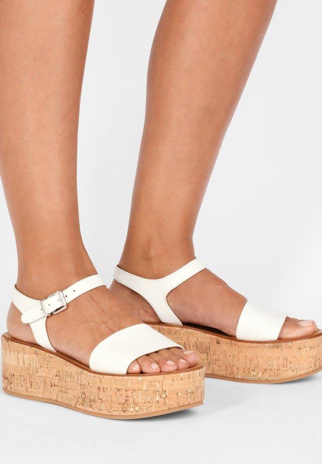 Sandały na platformie - white wht
