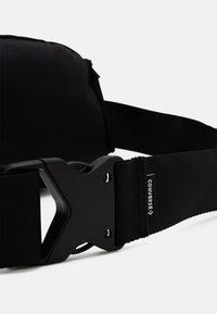 Converse - SWAP OUT SLING UNISEX - Ledvinka - black - 5