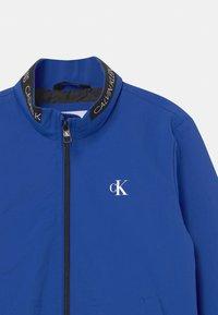Calvin Klein Jeans - LOGO ELASTIC LIGHT - Blouson Bomber - blue - 2