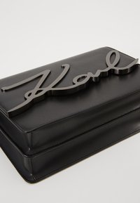 KARL LAGERFELD - SIGNATURE SHOULDERBAG - Across body bag - black/gun metal - 6