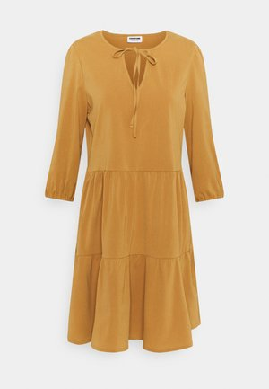 NMLIVE 3/4 SHORT DRESS - Day dress - brown sugar