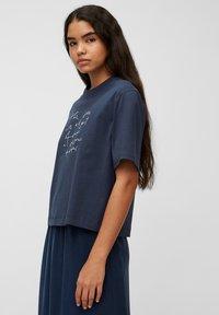 Marc O'Polo DENIM - Print T-shirt - dress blue - 3