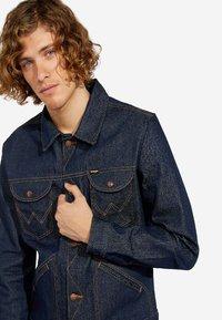 Wrangler - Denim jacket - dark blue - 3