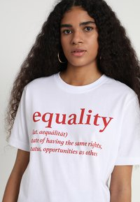 Merchcode - EQUALITY DEFINITION TEE - Print T-shirt - white