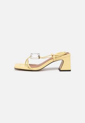 T-bar sandals - amarillo