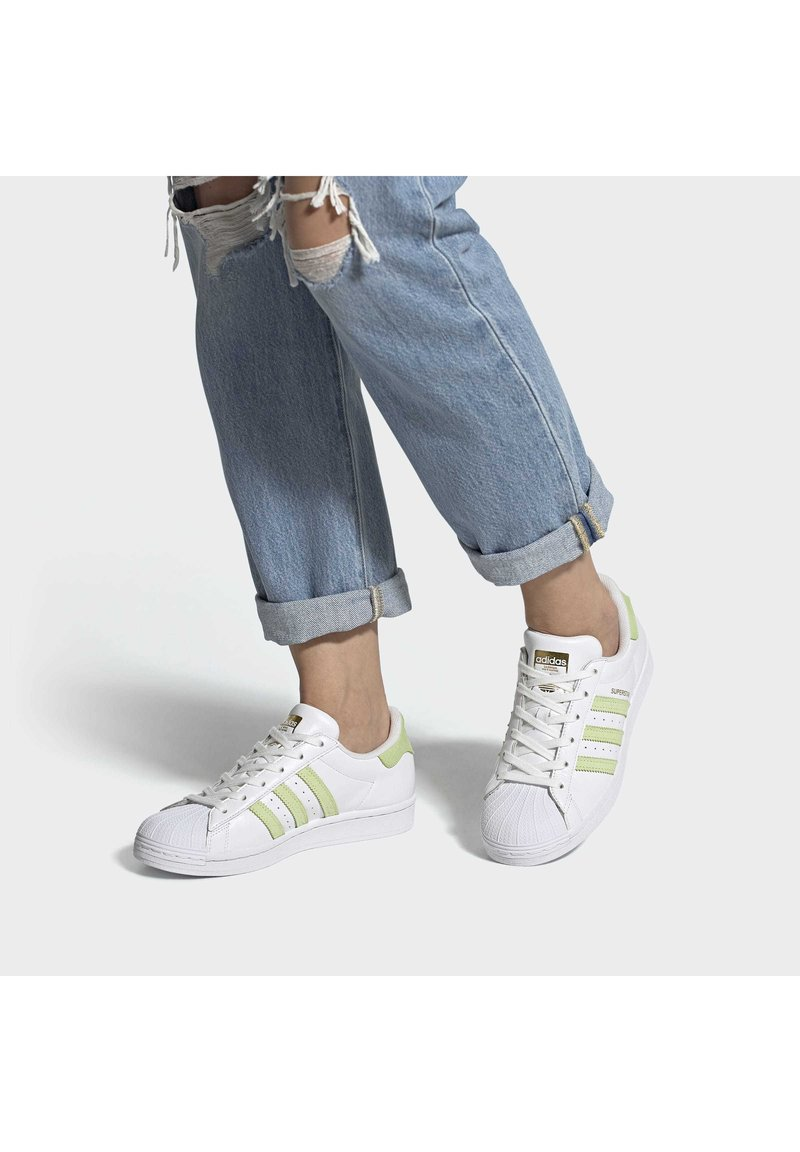 adidas Originals - SUPERSTAR  - Trainers - ftwwht/hireye/goldmt