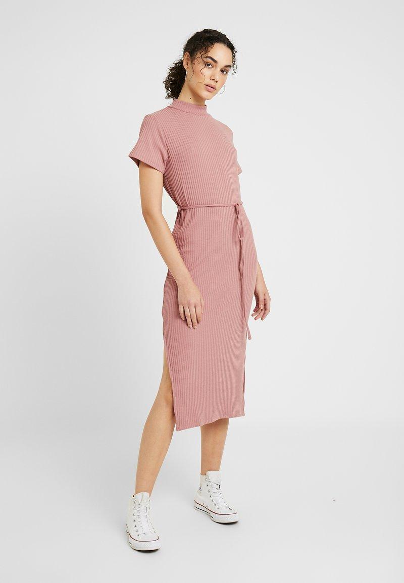 Topshop - CHUCK ON CUT AND SEW - Jumper dress - blush