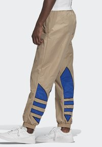adidas Originals - BIG TREFOIL COLORBLOCK WOVEN TRACKSUIT BOTTOMS - Tracksuit bottoms - brown - 3