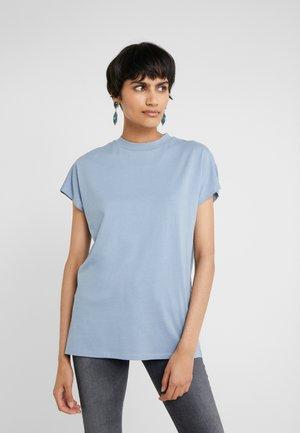 PROOF - Basic T-shirt - ashley blue
