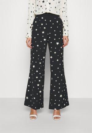 PUCK TROUSER - Pantalones - black/warm white