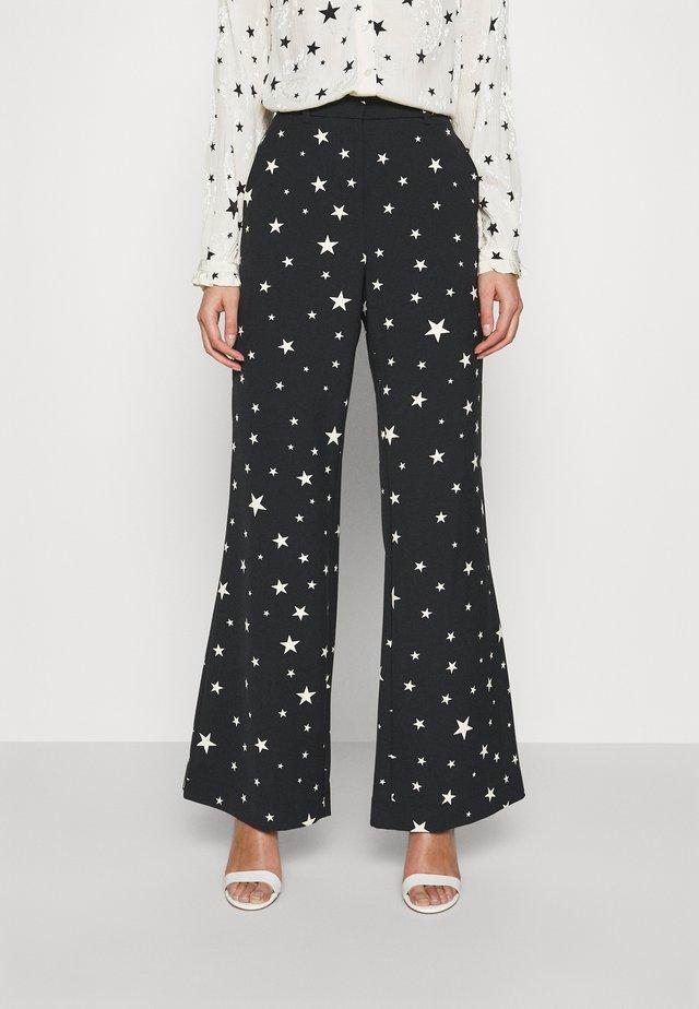 PUCK TROUSER - Pantaloni - black/warm white
