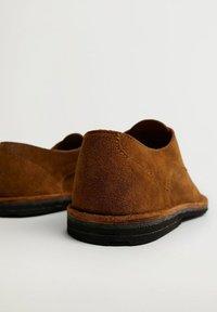 Mango - Chaussures à lacets - middenbruin - 1