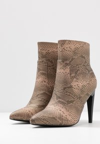 Glamorous Wide Fit - High heeled ankle boots - grey - 4