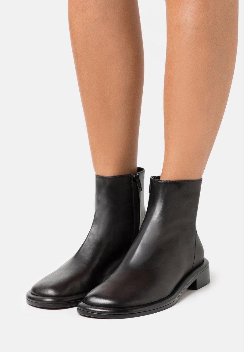 Proenza Schouler - BOYD BOOT - Kotníkové boty - black