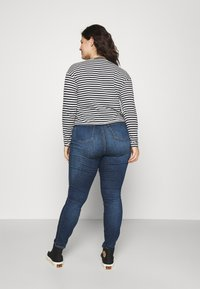 Tommy Hilfiger Curve - FLEX HARLEM  - Jeans Skinny Fit - izza - 2