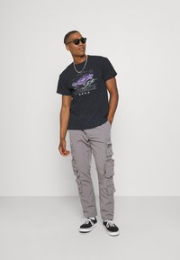 Mennace - ON THE RUN  - Print T-shirt - washed black - 1