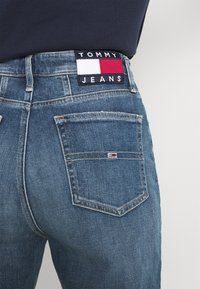 Tommy Jeans - MOM ULTRA - Relaxed fit jeans - ames - 5