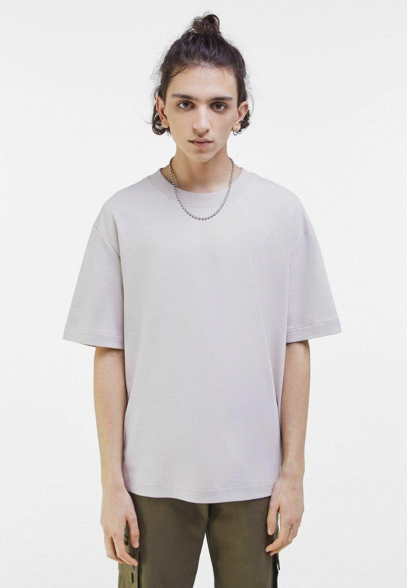 Bershka - OVERSIZED - T-shirt med print - light grey