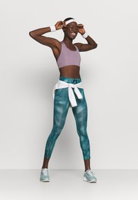 Nike Performance - RUN 7/8 - Leggings - dark teal green/silver - 1