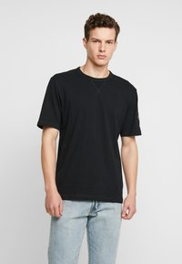 Calvin Klein Jeans - MONOGRAM SLEEVE BADGE TEE - T-shirt basic - black - 0