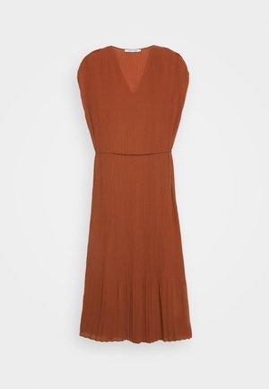 LEOLA LONG DRESS - Denní šaty - picante