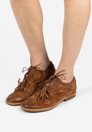 Casual lace-ups - calvados