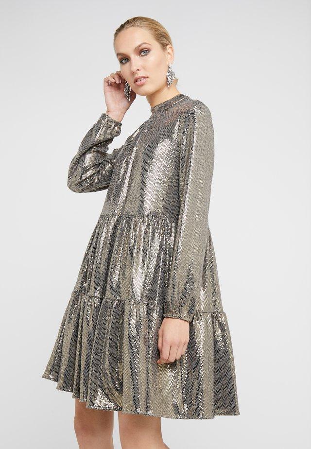 FUNKY GLAM DRESS - Koktejlové šaty/ šaty na párty - funky gold