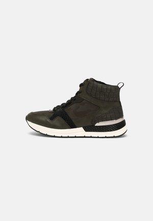 Sneakers hoog - olive comb