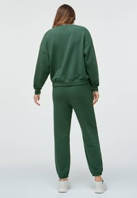 OYSHO - Tracksuit bottoms - green - 4