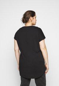 Even&Odd Curvy - T-shirt con stampa - black - 2