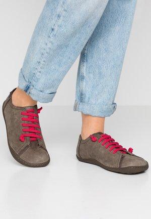 PEU CAMI - Chaussures à lacets - oxyde rocco