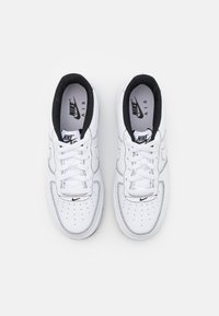 Nike Sportswear - AIR FORCE 1 UNISEX - Matalavartiset tennarit - white/black