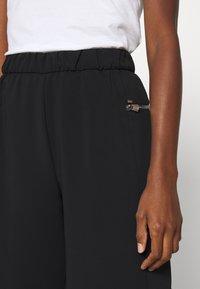 Calvin Klein - TRAVEL CREPE  - Shorts - black - 4