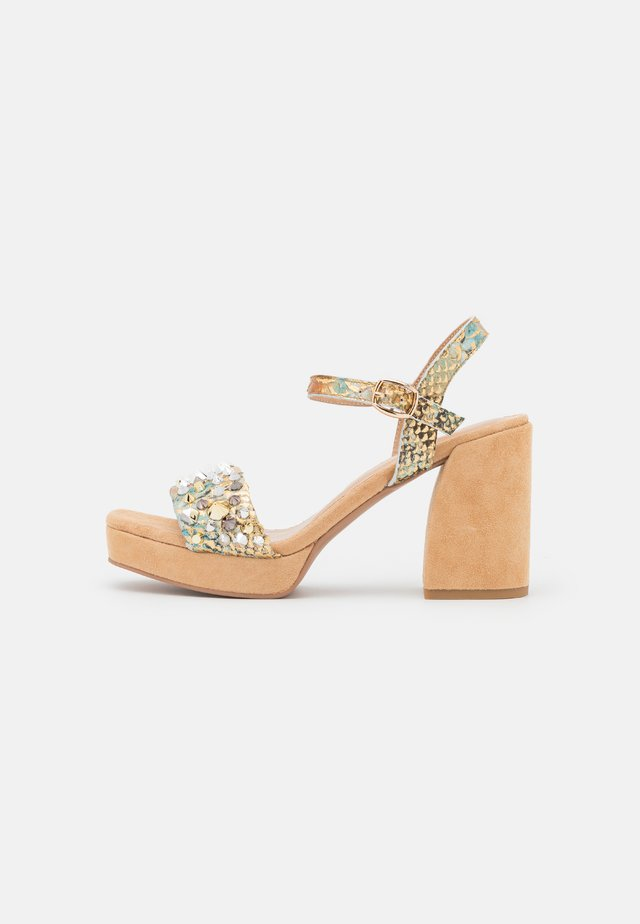 Sandalen met plateauzool - bronze