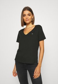 Tommy Jeans - SLIM VNECK - T-shirts - black - 0
