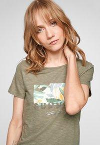 s.Oliver - Print T-shirt - summer khaki placed artwork - 3