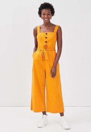 MIT GÜRTEL - Overall / Jumpsuit - jaune foncé
